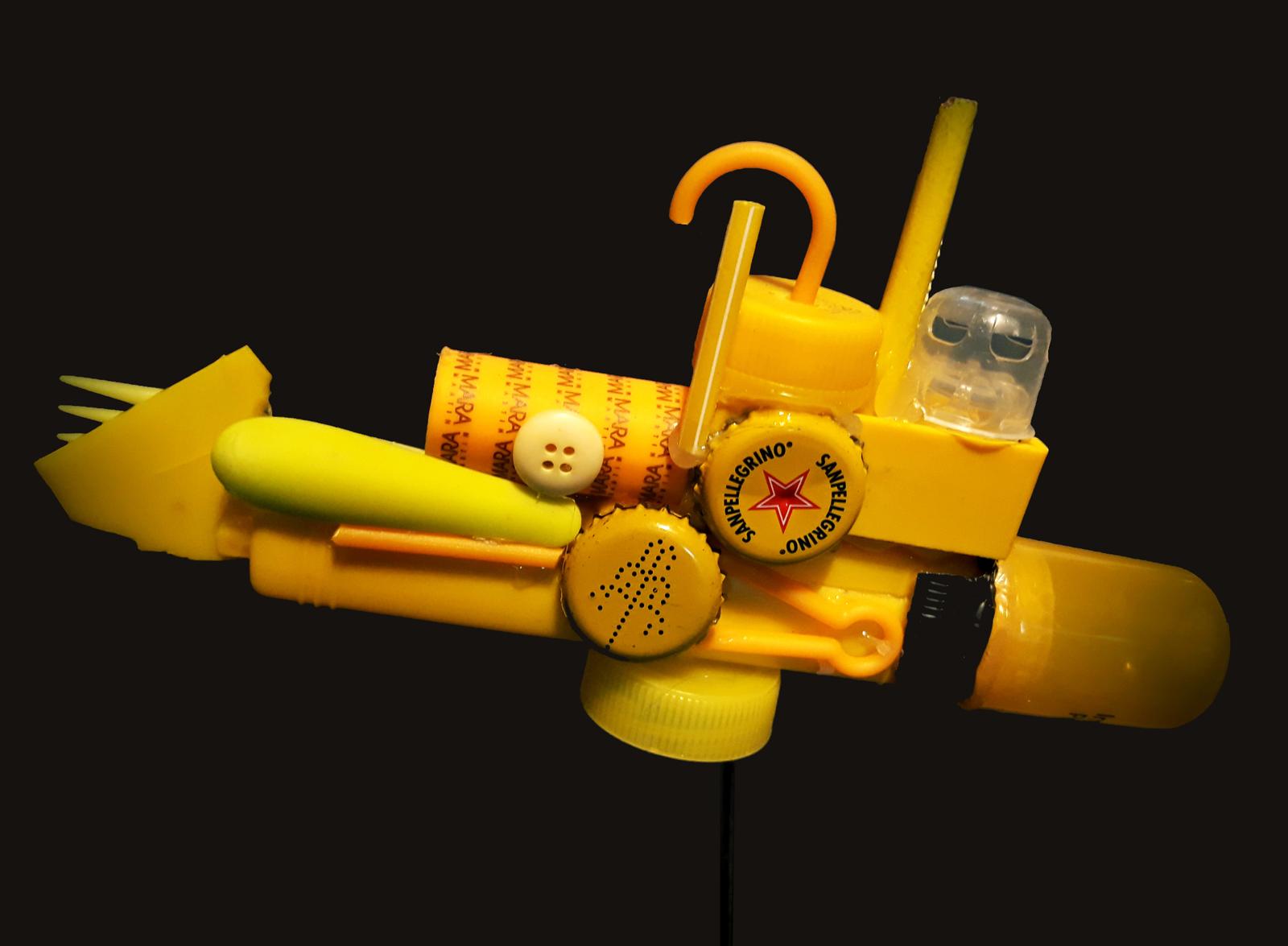 Yellow-Plastic-Submarine,-23-x-13-cm